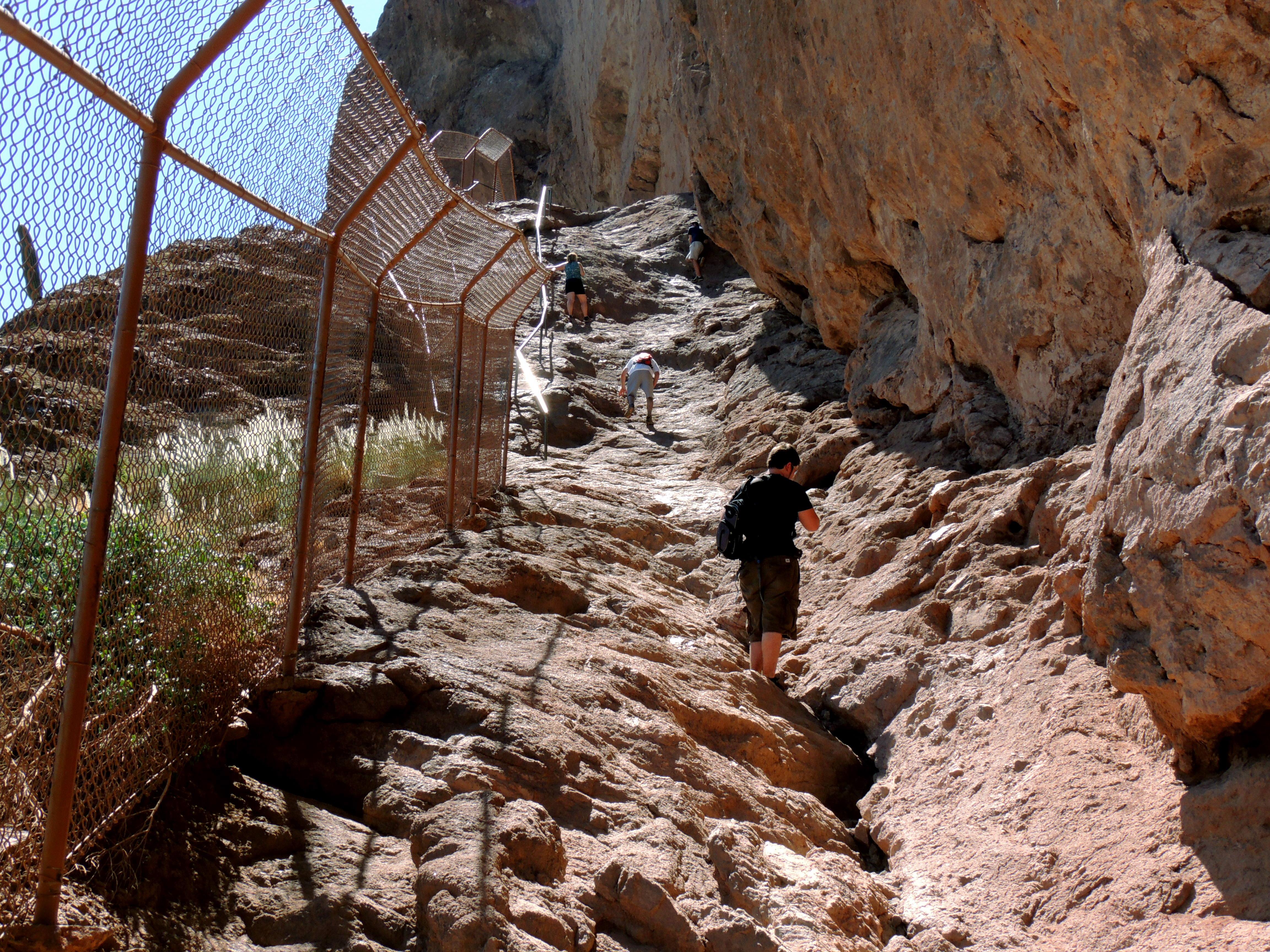 Dangers Of Hiking Camelback Mountain Lifeofabackpacker Com
